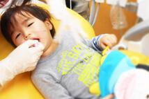 川崎市野上歯科医院 こども歯科治療中写真